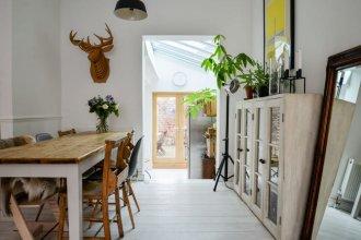 3 Bedroom House In Heart Of Stoke Newington