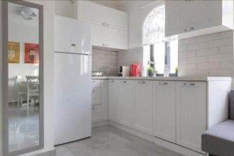 Luxurious Nachlaot Shuk Apartment -NEW