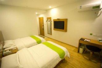 Vatica Guangdong Shenzhen Longhua Qinghu Metro Station Hotel