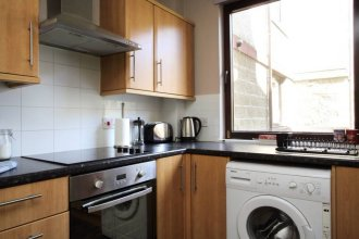 2 Bedroom Canalside Apartment