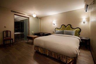Nineth Hotel