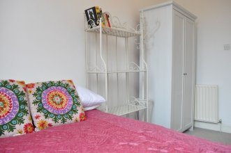 Bright 2 Bedroom Flat in Great Location