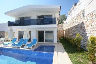 Villa Deniz by Akdenizvillam