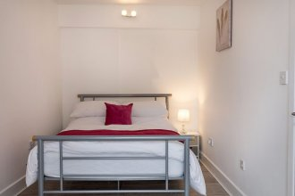Spacious & Modern 3 Bedroom Apt Near Canary Wharf