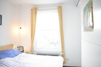 2 Bedroom Rooftop Flat In Central London