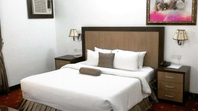 Immaculate Suites & Apartments