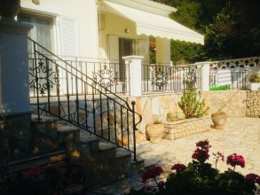 Villa Ampelaki (30 meters to the beach)
