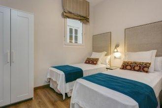 Beautiful & Recently Renovated 2 BD Apartment in Prime Location. Conde de Ibarra III