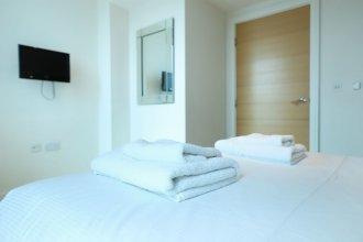 Stunning 2 Bedroom Great Location