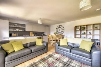 Charming 2BR Flat Fits 5 Near Vibrant Leith