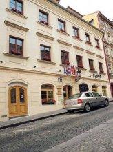 Little Quarter Hostel and Hotel