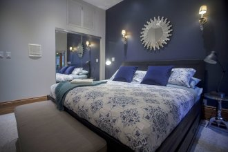 Spacious 1BR - King Bed and Terrace