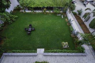 OYO 16810 Home Luxury Farm Vasant Kunj