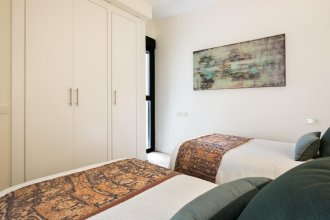 Best Location Santa Cruz Quarter 2 BD Apartment With Private Terrace. Mateos Gago Terrace