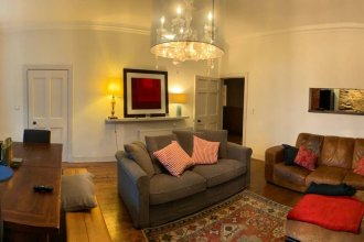 Spacious New Town Flat in City Centre