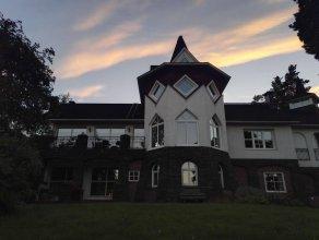 Albert's Manor