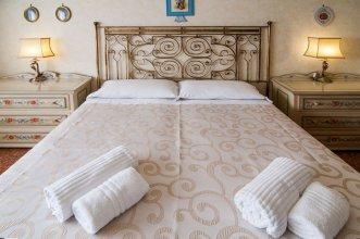 Aurelio & Vaticano Elegant Flat