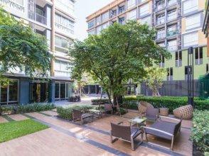 Metro Luxe Rama 4 swimming pool Apartment
