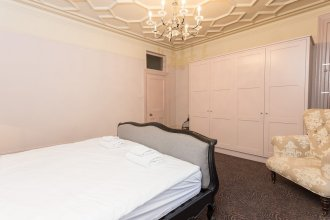 1 Bedroom Flat In Soho