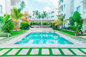 Luxury 2 BR Condo Only Steps Away From the Beach