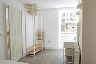 Beautiful 1 Bedroom Apartment On Broughton Street