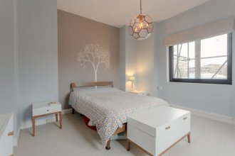 Stunning 2 Bedroom Flat in Converted Church in Bethnal Green