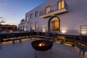White Exclusive Suites And Villas