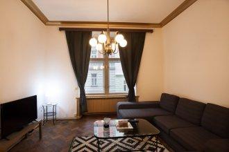 Spacious 3 Bedroom Apartment in Popular Vinohrady