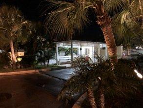 The Colony Club Inn & Suites