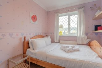 Bright 3 Bedroom House in Canning Town