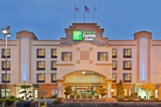 Holiday Inn Express & Suites Tacoma, an IHG Hotel