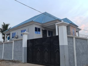 6-bed House in Freetown 5 min Drive From the Beach