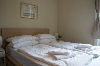 Bright 3 Bedroom Apartment in Bonnington