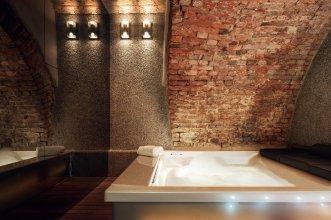 Unique 4 Bedrooms Apartment Near Duomo