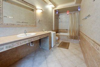 hth24 apartment Italiyanskaya 27
