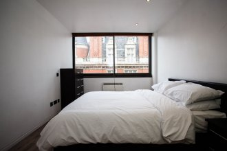 2 Bedroom Apartment Overlooking Oxford Street