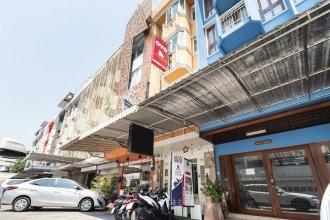 OYO 618 At Khaosan Hostel - Adults Only