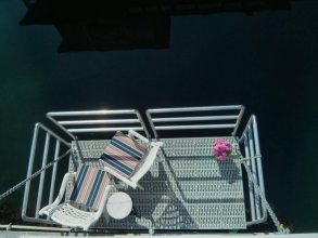 A Float Home B&B in Fisherman's Wharf