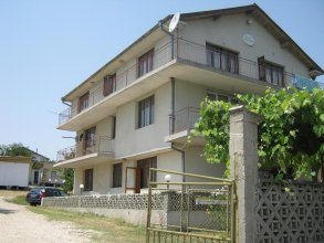 Krimski Guest House and Bungalows