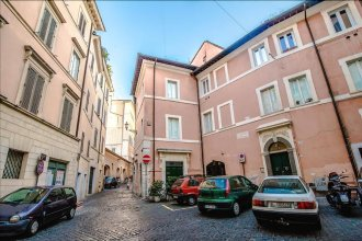 Cozy Halldis apartment with terrace, close to the Trevi Fountain