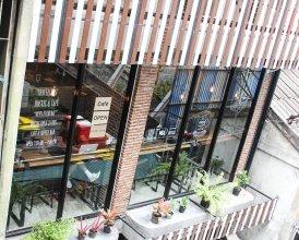 Thonglor Travellers Hostel & Cafe