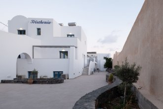 Tristhenia Hotel