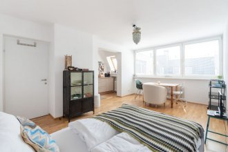 Quiet Penthouse apartment close to Stadthalle