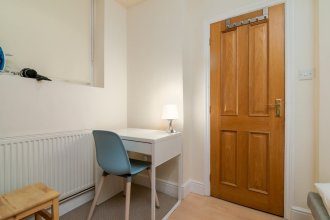 Homely Apartment Near Olympia London for up to 5 Guests!