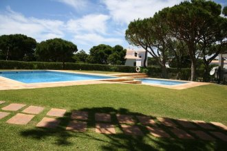 Apartment With 2 Bedrooms in Olhos de Água, With Pool Access, Furnished Garden and Wifi - 200 m From the Beach
