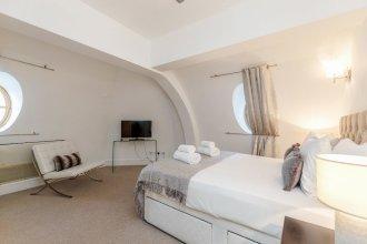 Outstanding Trafalgar Penthouse sleeps 8