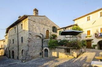 Casa Della Torre In Borgo Medievale