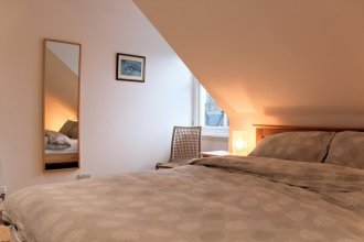 1 Bedroom Penthouse Apartment On Royal Mile
