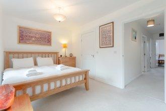 Modern 3 Bedroom Duplex Apartment in Stepney