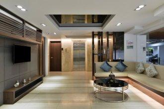 Ten Ekamai Suites Serviced Apartment